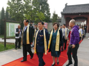 Grandmaster Chen Zhenglei (center) and Simu Lili Lu (behind) marched on the red carpet.